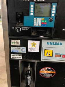 smith-county-sheriffs-office-fraud-detective-place-decals-on-gas-pumps-to-raise-awareness-about-skimmer-devices