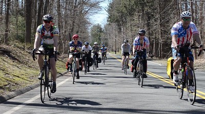 southington-woman-bicycling-across-country-with-uconn-group