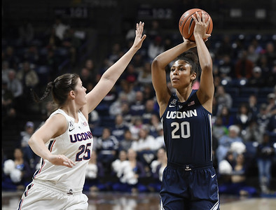freshman-nelsonododa-trying-to-adjust-to-faster-pace-of-collegiate-play-for-uconn-womens-basketball