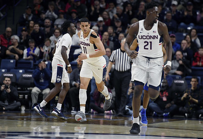 williams-struggles-in-practice-have-limited-his-playing-time-for-uconn-mens-basketball