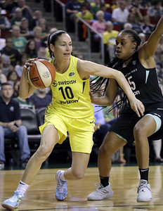 uconn-alum-wnba-star-bird-is-taking-it-easy-in-recovery-from-surgery-on-left-knee