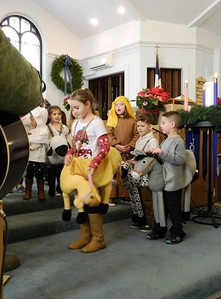 children-dress-up-to-tell-nativity-story-at-church-pageant