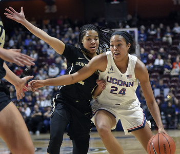 collier-setting-lofty-goal-of-averaging-doubledouble-this-season-for-uconn-womens-basketball