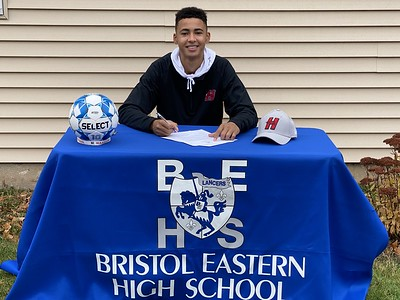 bristol-eastern-boys-soccer-star-diloreto-makes-hartford-commitment-official
